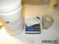 Взвешиваем 7 грамм едкого калия.