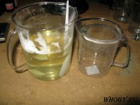 Смешиваем раствор тиомочевины и раствор хлорида олова