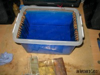 Наливаем электролит в ванну для гальваники | Электролит меднения