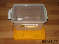 10 литровый пластиковый контейнер.